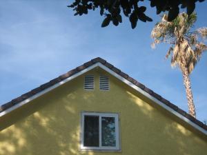 Yellowupstairs1